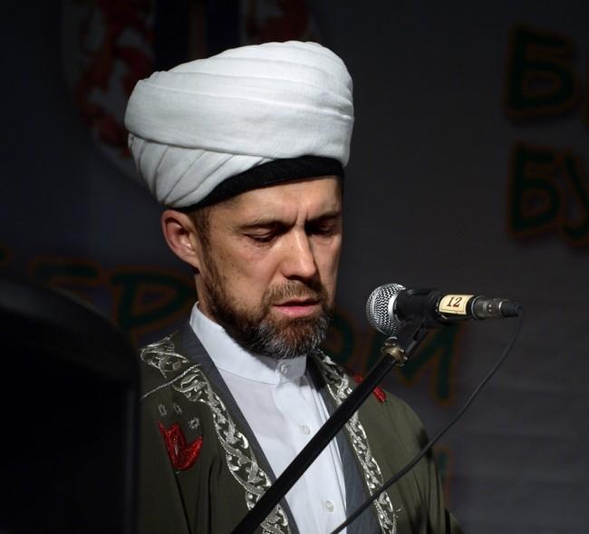 Муфтий Регионального духовного управления мусульман Савбян Сулейманов.