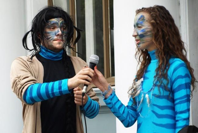 Участников приветствовали жители одной из экологически чистых планет.