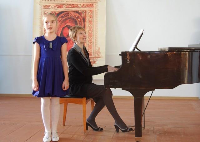 Участников приветствовали учащиеся Карсунской школы искусств.