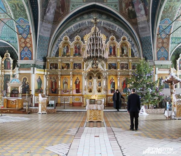 Сейчас внутреннее убранство храма поражает великолепием.