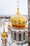 Позолоченные купола были установлены в 2009 году – к столетию храма.