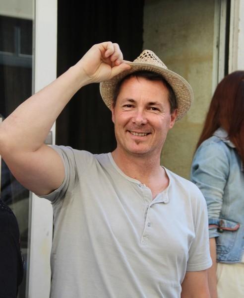 Жерар – в его студии и поселились русские в Бордо.