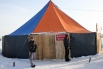 Окунуться с комфортом (в купели, находящейся внутри обогреваемой палатки) можно было за умеренную плату в 50 целковых…