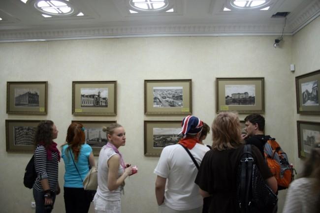 Старые фотографии Екатеринбурга перенесли посетителей во времена извозчиков и еще не тронутых временем купеческих особняков