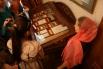 Под толстым стеклом витрин в «Патриаршем подворье» хранится множество царских реликвий - от трогательных писем до предметов одежды