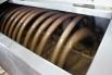 Огромная спираль без остановки перемешивает сладкое и духовитое варево