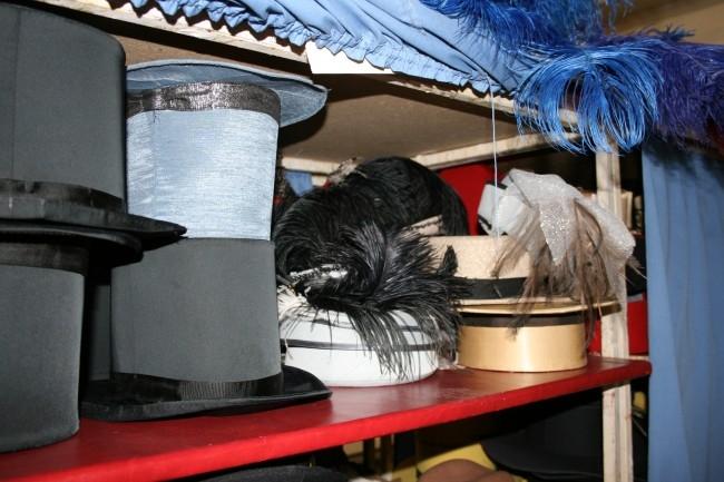 В цехе головных уборов признались, что за все время их работы в театре эскизы практически не повторялись