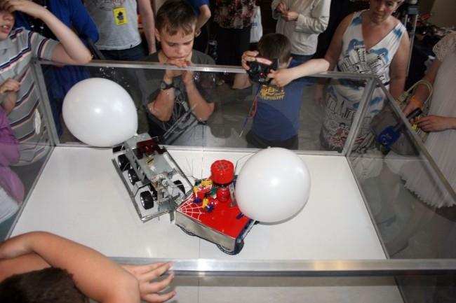 Выставочные площадки УрФУ встретили гостей разнообразием технических достижений