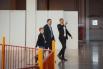 Замглавы администрации губернатора Алексей Багаряков показывает своему патрону и его сыну Диме «ГлавЕлку». Багарякову, безусловно, было чем похвастаться: весь Екатеринбург говорит, что «ГлавЕлка» удалась