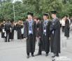 Облаченные в мантии и академические шапочки выпускники не снимали их и после церемонии, гуляя в «выпускном» виде по городу до глубокой ночи