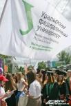 Каждый институт прибывал на площадь перед УрФУ с собственным опознавательным флагом