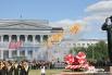 Церемония вручения дипломов проходила перед главным зданием УрФУ