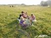 Гости обедали все в том же поле на берегу реки Реж. На свежем воздухе просыпается особенный аппетит!