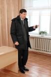 Собрав хозяев квартир в разваливающихся домов так называемого Второго участка (района, который непосредственно премыкает к гигантскому карьеру), губернатор Михаил Юревич заявил: - Там на улице стоят грузовые «Газели». Можете прямо сейчас собираться и пер