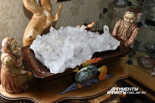 Среди экспонатов есть целые экспозиции. Например, кадр из сказки о золотой рыбке.