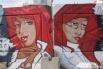 """Красноволосые красотки """"обитают"""" на строительном ограждении по пр. Ленина (около Детского мира)."""