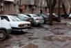 Соседний дом Станкевича №40, по словам жителей, большая часть машин принадлежит работникам фирм расположенных в этом районе. Стоят они на месте бывшего газона.