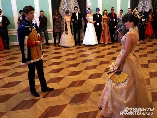 Маленький принц: И звезды вам повинуются? Королева: Ну конечно. Звезды повинуются мгновенно. Я не терплю непослушания
