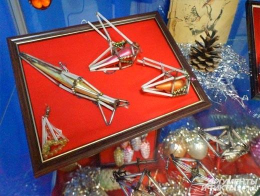 Одни из них посвящены первому полёту человека в космос – ракеты и самолёты.