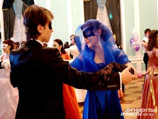Гости вечера смогли погрузиться в удивительную атмосферу сказочного маскарада