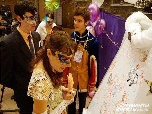 . Среди гостей нашлось немало желающих нарисовать барашка для Маленького принца