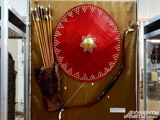 Лук и стрелы – грозное оружие дальнего боя времён средневековья.