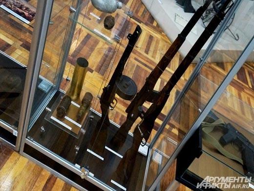 Эхо Великой отечественной войны представлено довольно широко. В отличие от большинства экспонатов выставки, эти – подлинники.