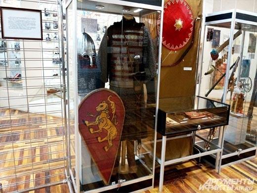 Снаряжение средневекового воина было воссоздано участниками клуба исторической реконструкции «Дружина» на основе элементов найденных в ходе археологических раскопок в черте Белгородской области.