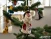 У этого Деда Мороза из ваты не только борода – так выглядели первые новогодние ёлочные украшения.