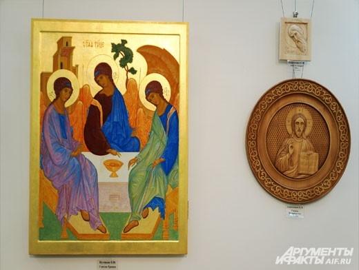 Икона написана с соблюдением старинных традиций как в отношении содержания, так и при использовании материалов.