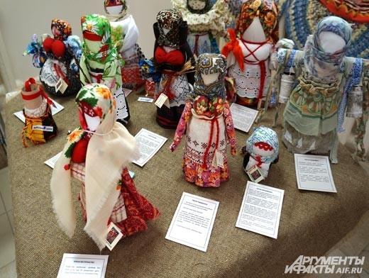 Создавая определённую куклу, женщины обращались к природе за помощью в той или иной ситуации. Существовало огромное количество обрядовых кукол – на случай засухи или проливного дождя, а также для передачи женской мудрости дочерям.