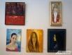 На выставке представлено множество женских портретов