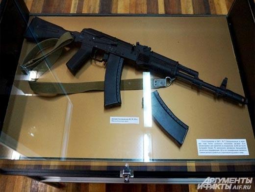 Автомат Калашникова, сконструированный в 1947 году, и его модификации по сей день являются самым распространенным стрелковым оружием в мире.