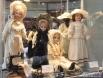 . Куклы  «модные дамы» заменяли сегодняшних манекенов. Узнать о новых модных веяниях можно было, посмотрев на куклу. Одежда на них совсем не детская: из этих маленьких нарядов можно было бы сделать выкройки и сшить платье для дамы. Каждый предмет одежды н
