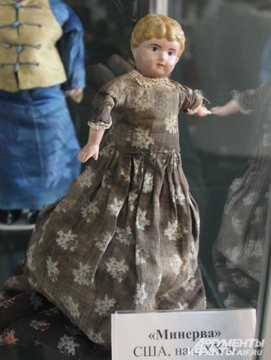 Уже с начала XX века мастера искали пути упрощения в создании куклы. Но такая американской кукла, сделанной из жести, к сожалению, не стала популярной.