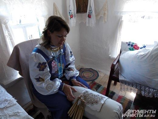 мастер плетения кружева на коклюшках Ольга Тополева