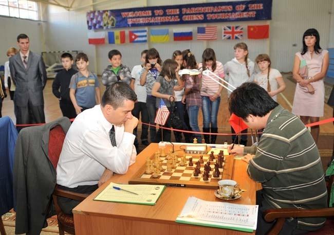 В турнире приняли участие  10 шахматистов из разных стран мира