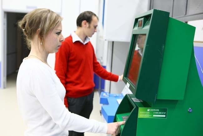 Для удобства посетителей в МФЦ установлены платёжные терминалы и информационные киоски, обеспечивающие доступ к Единому порталу государственных услуг.