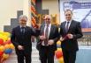 Владимир Семёнов вручил символический ключ директору МФЦ и совместно с почётными гостями перерезал красную ленту.