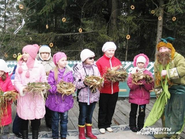 Кстати, в таких танцах приняли участие практически все гости праздника, независимо от возраста и национальности.