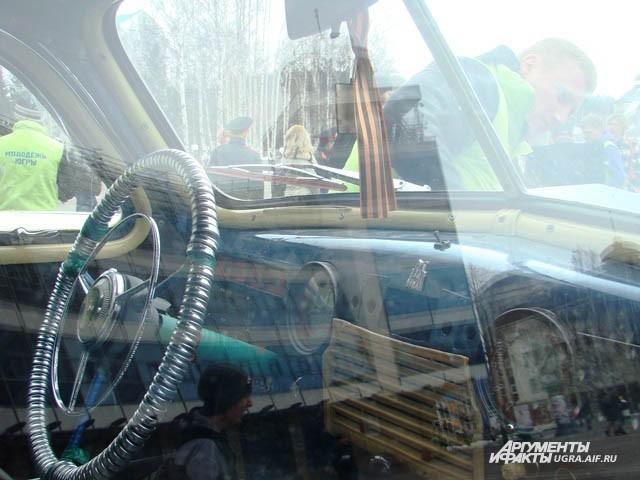 В салоне автомобиля по нынешним меркам простовато, зато все сделано на совесть