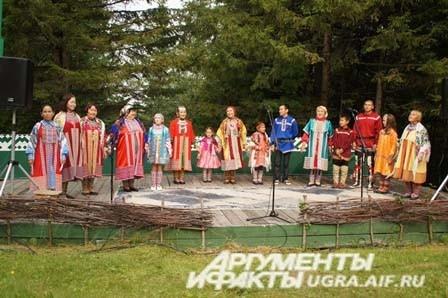 На одной сцене - разные народны севера, но все они коренные
