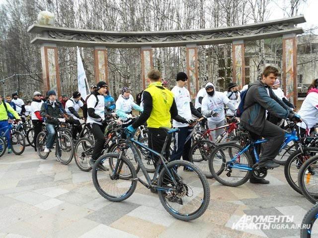 Молодежь решила отметить День Победы велопарадом. Веломарафон Ханты-Мансийск - Шапша прошел на ура! Желающих испытать сво и силы с каждым годом становится все больше и больше