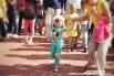 Аниматоры играли с малышами,  пели и танцевали,