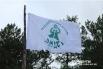 Гордо реет археологический флаг над лагерем