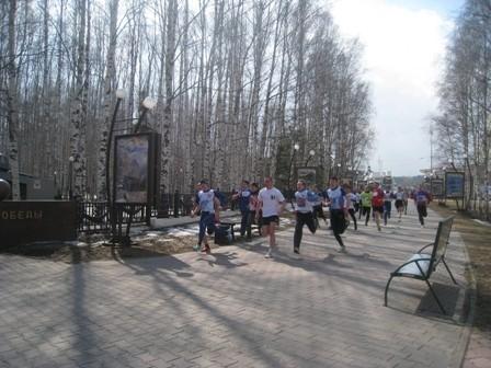 Дистанция была поделена на 12 этапов по 200-700 метров каждый, при этом нечетные этапы бежали мужчины, четные – женщины.