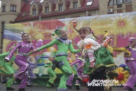 Зрители увидели зажигательный танец зеленых человечков.
