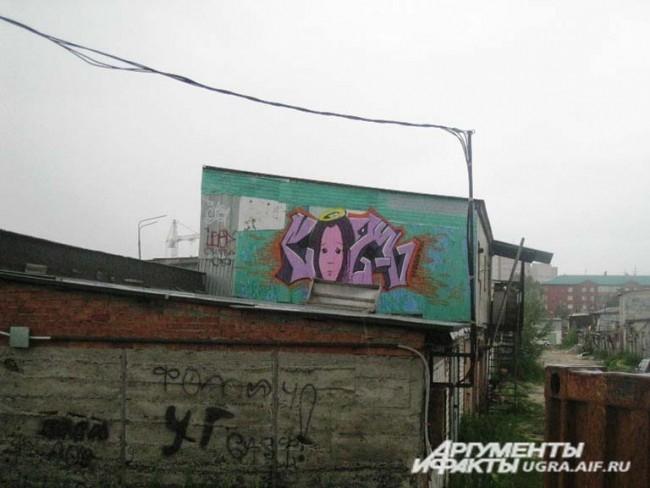 """А этот ангел """"обитает"""" на стене 2-этажного жилого гаража (около Торгового центра """"Светлый"""")."""