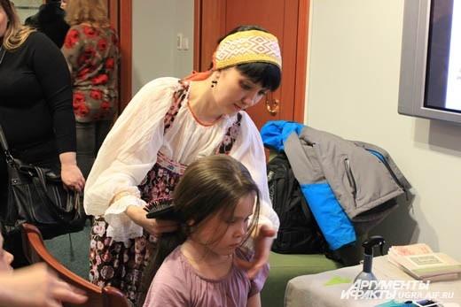 Мастер-класс по плетению кос прошел в Музее Природы и Человека