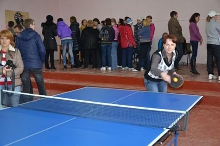В этот раз муниципальным служащим предстояло продемонстрировать спортивные таланты в перетягивании каната, лёгкой атлетике, настольном теннисе, дартсе и толчке гири.